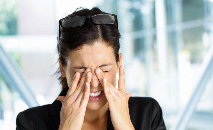 Tallarse los ojos puede deformar el córnea y disminuir la visión. (Foto: Contexto/Internet)