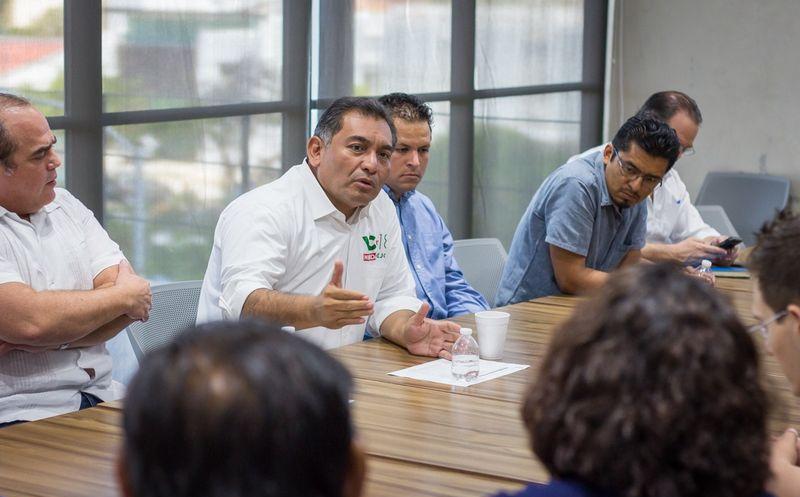 Víctor Caballero Durán coincidió con expertos en nuevas tecnologías en la amplia posibilidad de proyectar a Mérida como una ciudad digital del futuro. (Milenio Novedades)