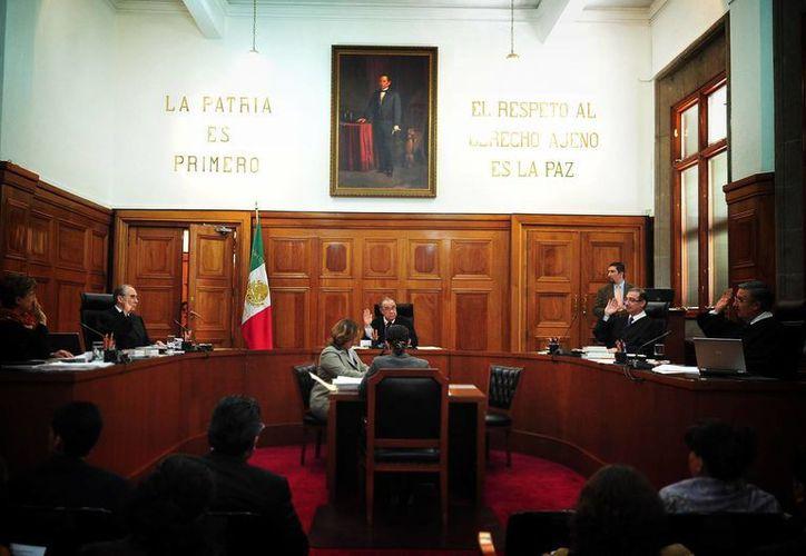 La Corte determinó que las resoluciones de la autoridad administrativa equivalen a las de una judicial. (Notimex)