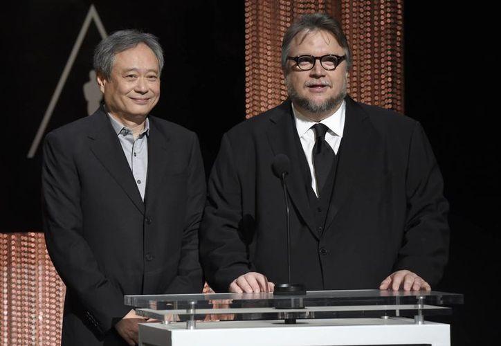 Este jueves los cineastas Guillermo del Toro (der) y Ang Lee participaron en las nominaciones a los Premios Oscar 2016, que se realizará el próximo 28 de febrero. (AP)
