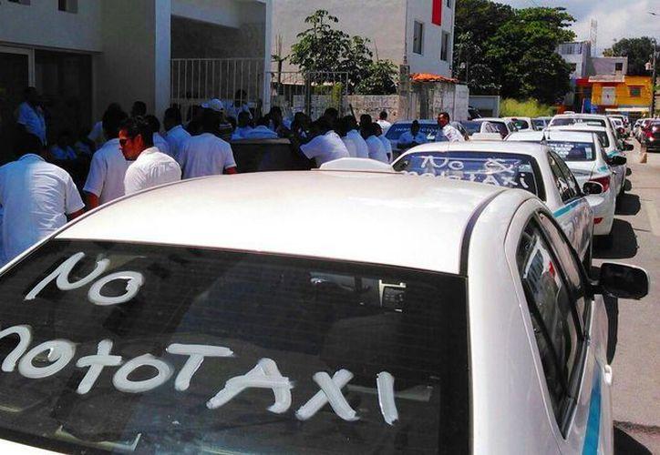 Los taxistas de Playa del Carmen lograron que se inhabilitara el servicio de mototaxis en Puerto Aventuras. (Daniel Pacheco/SIPSE)