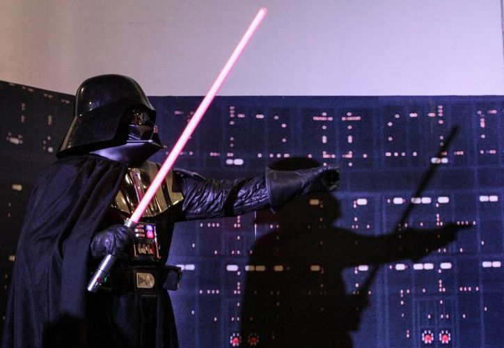 """El australiano Kyle Rowling compartió su experiencia en la dirección de las coreografías de las batallas de sables en los episodios II y III de """"La Guerra de las Galaxias"""". (Notimex)"""