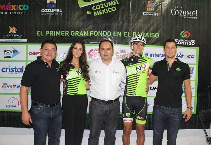 En conferencia de prensa anunciaron la carrera ciclista Gran Fondo New York, que se llevará a cabo en Cozumel. (Redacción/SIPSE)