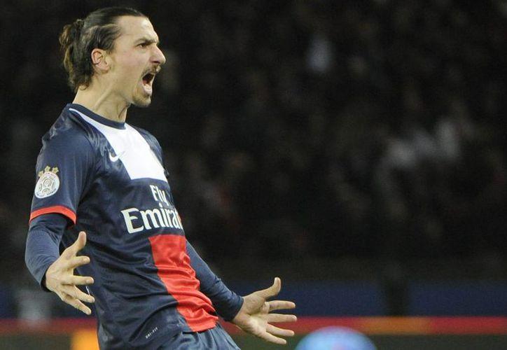 Solo el París Saint-Germain, donde juegan Zlatan Ibrahimovic (foto), Edinson Cavani y Thiago Silva, debería pagar unos 20 millones de euros con el nuevo impuesto (EFE/Archivo)