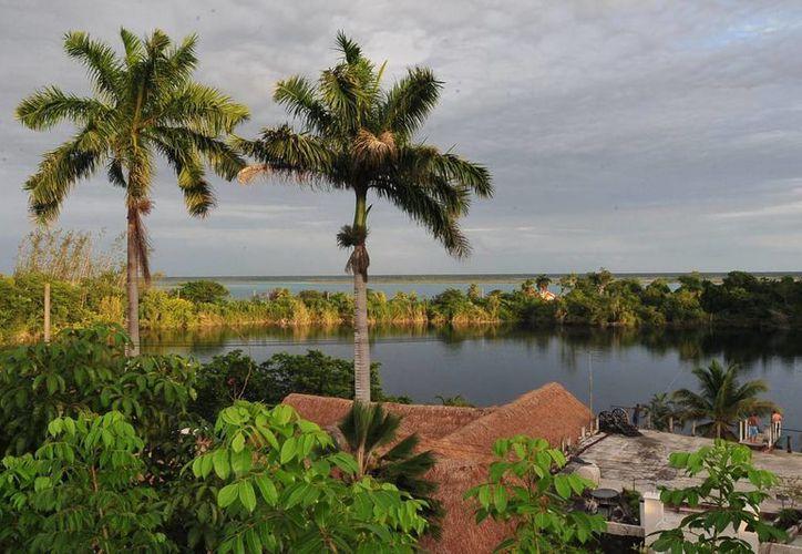 La laguna de Bacalar representa un gran atractivo turístico por su belleza natural, cultural, histórica y escénica. (Cortesía/SIPSE)