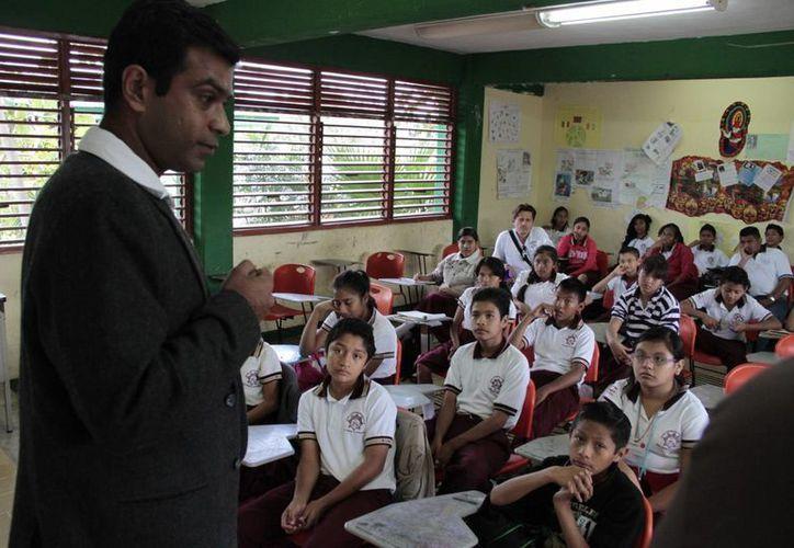 Manu Tripathi, maestro de programación neurolingüística y matemáticas de la India. (Tomás Álvarez/SIPSE)