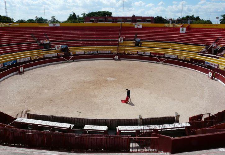 Hoy, corrida de toros en Plaza Mérida, reunirá a cientos de aficionados a que por muchos es considerado arte. (SIPSE)