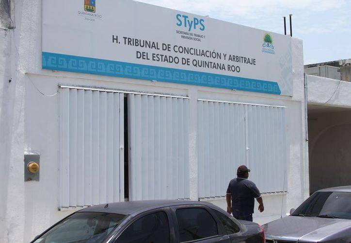 De los 29 docentes cesados, 26 se encuentran afiliados a la sección 25 del Snte y tres al Siteqroo. (Joel Zamora/SIPSE)