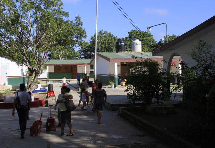 La SEyC ha solicitado la vigilancia en más de mil 500  escuelas para este periodo vacacional. (Ángel Castilla/SIPSE)