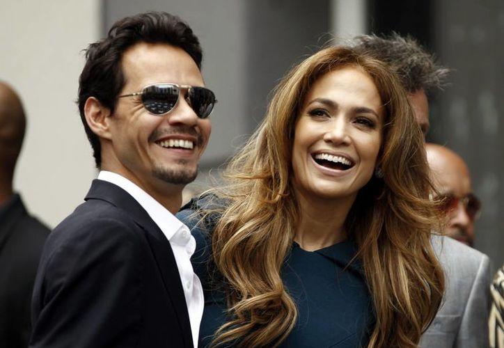 Un día vas a ser mi esposa, es lo primero que me dijo Marc Anthony: Jennifer Lopez, que aparece con él en esta foto de 2011. (Foto: AP)