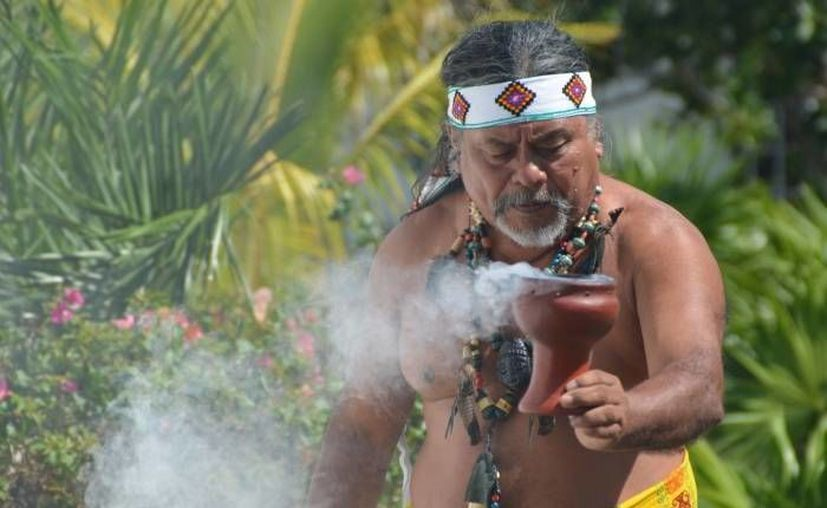 Esta es la segunda vez que el sacerdote maya Luis Nah es invitado a la Cumbre Tajín.  (Redacción/SIPSE)
