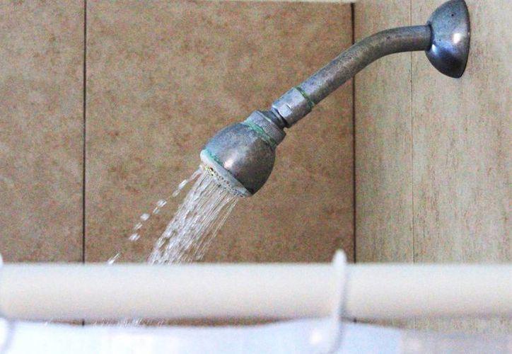 El IMSS recomienda bañarse dos veces al día, pero hacerlo una sola vez con jabón. (Ángel Castilla/SIPSE)