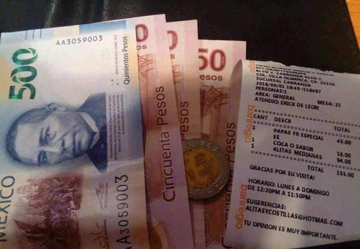 Un sujeto pagó una cuenta de 155 pesos en un restaurante y dejó propina de 500 pesos, por error. (Vanguardia)