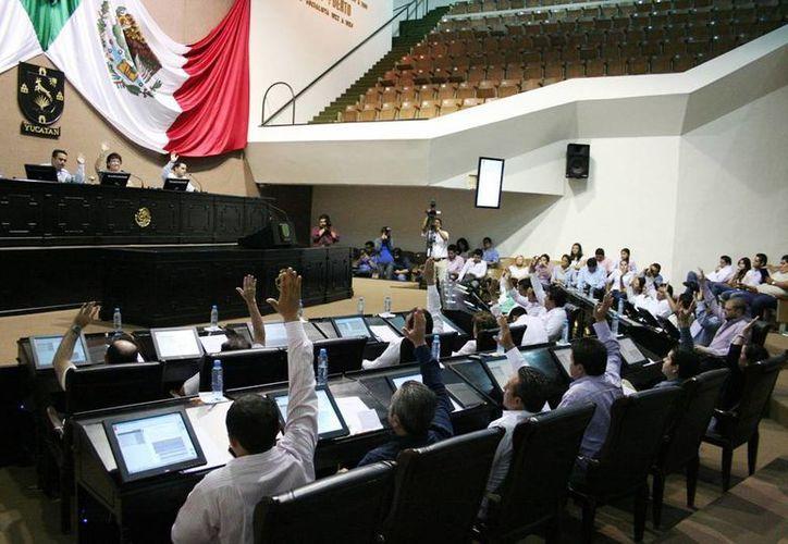 Los agraviados dijeron que acudieron al Congreso del Estado a pedir asesoría jurídica a sus diputados. (SIPSE)