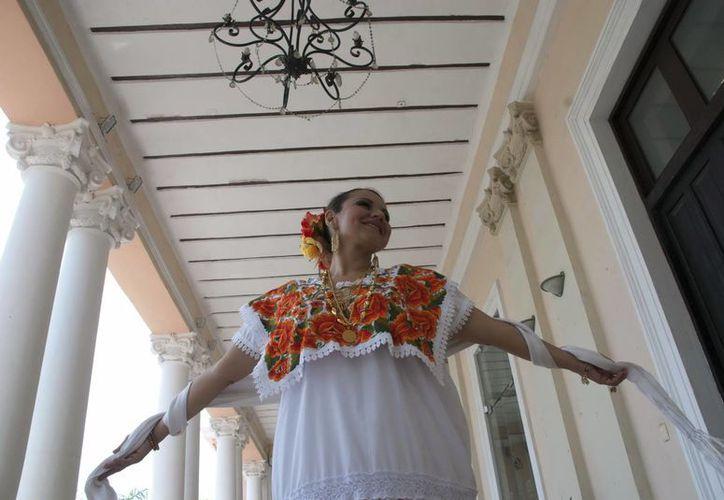 La cantante Emma Alcocer deleitará esta noche con su voz en el barrio de la Mejorada. (SIPSE)