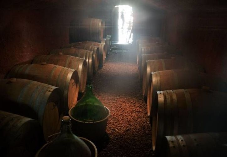 Se dio a conocer que un grupo de científicos buscan recrear el vino que era consumido hace dos mil años, específicamente en la época de Jesús. (EPA/Jim Hollander)