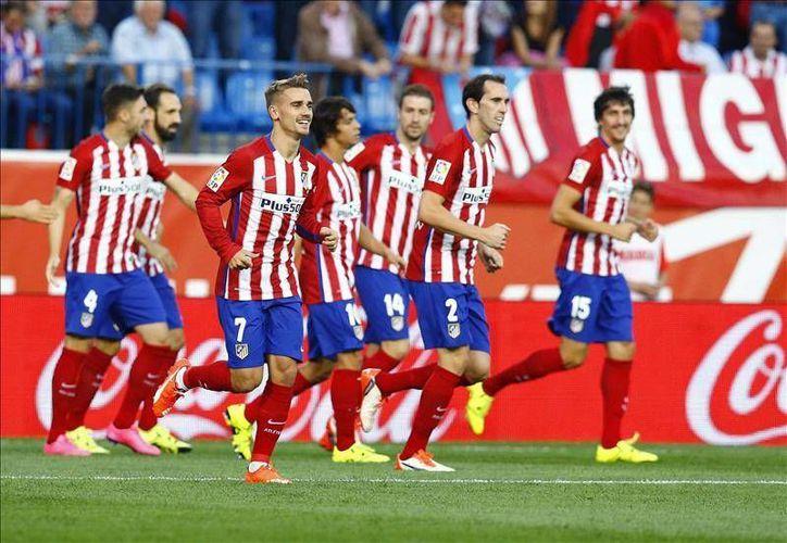 El Atlético de Madrid llegó a 12 puntos y se colocó como líder momentáneo de la Liga BBVA de España luego de derrotar al Getafe, este martes en el estadio Vicente Calderón. (EFE)