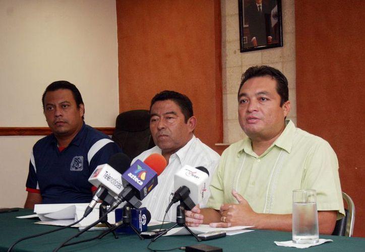 Dirigentes de la Sección 57 del SNTE anuncian las medidas que tomarán contra la Ley del Servicio Profesional Docente. (Christian Ayala/SIPSE)