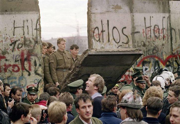 El muro de Berlín había sido construido en tan sólo una noche el 13 de agosto del 1961. Fue demolido el 9 de noviembre de 1989. (dca.gob.gt)