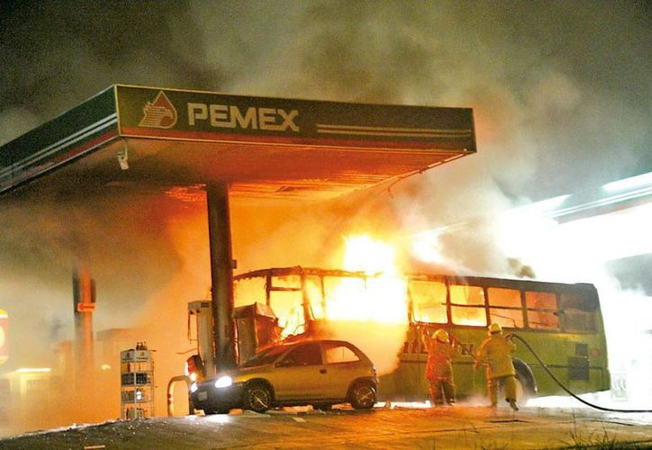 El CJNG asegura que hará arder las gasolineras, incluso con su personal, si no se regulariza la venta de combustible. La imagen se utiliza con fines estrictamente referenciales. (adslzone.net)