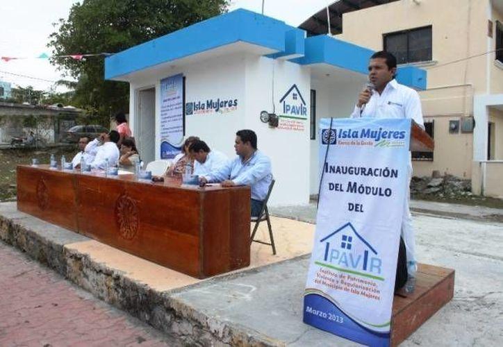 El presidente municipal de Isla Mujeres en el evento de inauguración del nuevo instituto. (Cortesía/SIPSE)