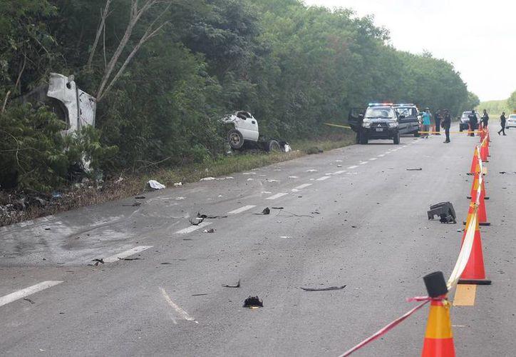 Imagen del lugar del accidente en el tramo entre Motul-Cansahcab, en donde Óscar Enrique M.M perdió la vida. (Milenio Novedades)
