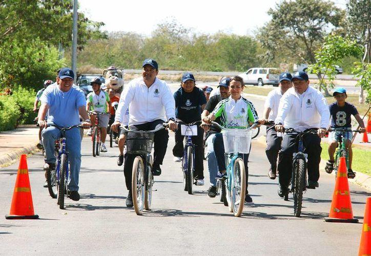 El concejal y su esposa pedalearon toda la Bici-Ruta, la cual incluye un tramo al interior de Animaya. (Cortesía)