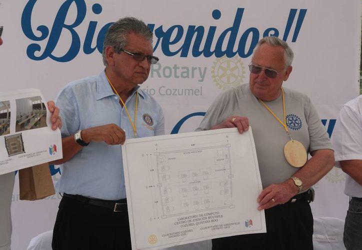 entregaron reconocimientos por sus aportaciones a los socios del Club de Greenville, Texas. (Julián Miranda/SIPSE)