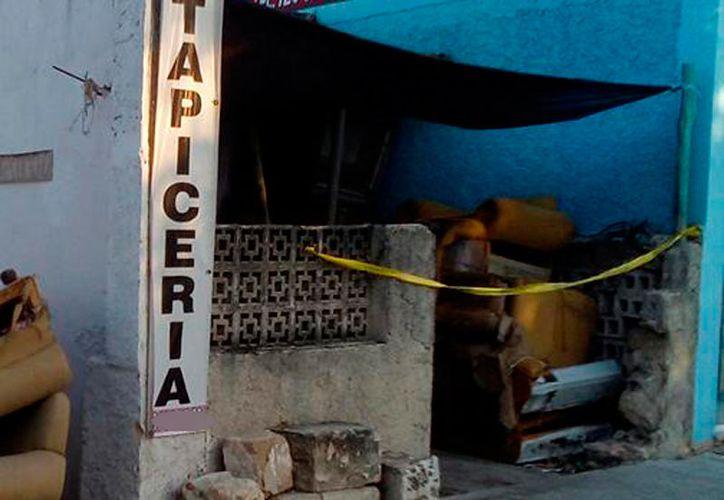 Un hombre falleció a las puertas de un negocio, en la avenida Itzaes, en Mérida. (Carlos Navarrete/SIPSE)