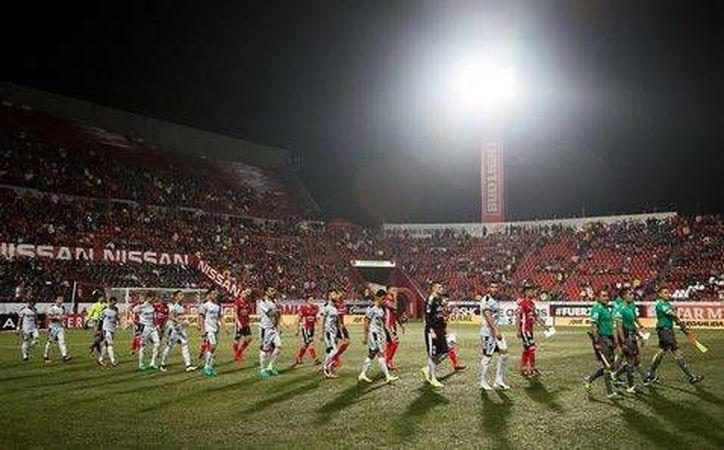 El Estadio Caliente de Tijuana, es el único recinto futbolístico que cuenta con césped artificial en la Liga MX. (Foto tomada de Facebook/Xolos de Tijuana)