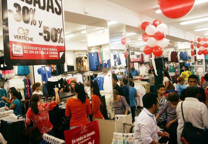Los comercios del centro de la ciudad lucieron muy concurridos. (Christian Ayala/SIPSE)
