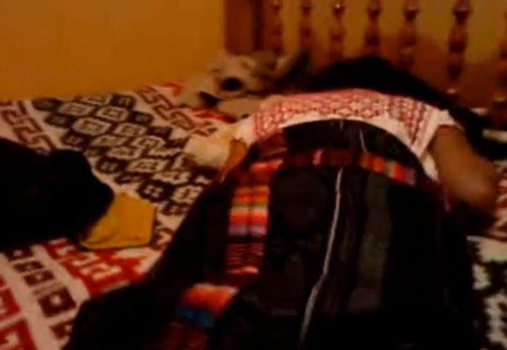 Mujeres indígenas de todas las edades son grabadas, algunas sin su consentimiento, en videos que son vendidos en el mercado negro, principalmente en Chiapas.  (Huffingtonpost)
