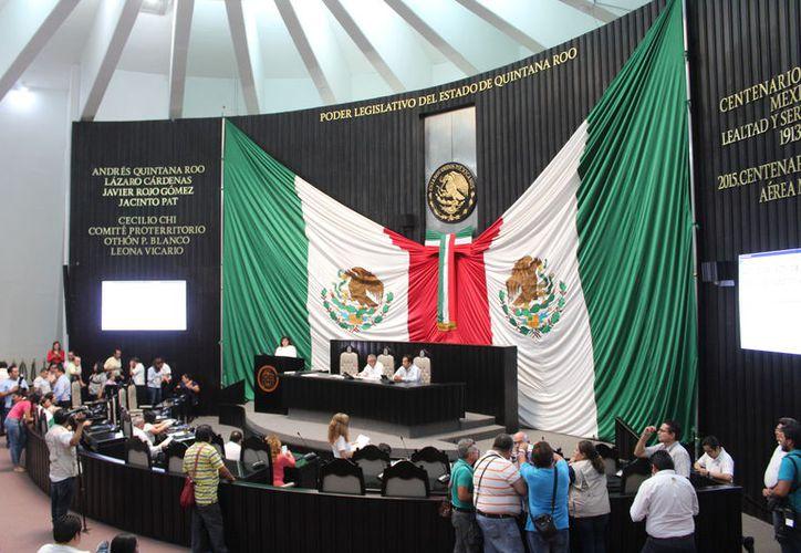 El Congreso local recibió la iniciativa, que pretende influir en servicios bancarios y bursátiles, relativos a divisas, valores, etcétera. (Joel Zamora/SIPSE)