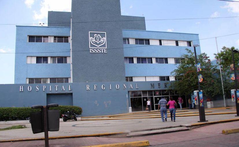 El terreno donde se construirá el nuevo hospital del Issste se encuentra en el periférico norte, cerca del antiguo basurero municipal. El Secretario General del Issste, Ricardo Luis Antonio Godina Herrera, llegó a Yucatán. (SIPSE)