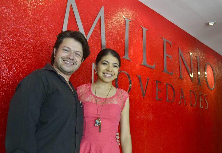 Los cantantes mencionaron que fueron invitados para regresar a Europa, en 2017. En la foto, Gustavo Durán y Mariana Palma durante su visita a Milenio Novedades. (Milenio Novedades)