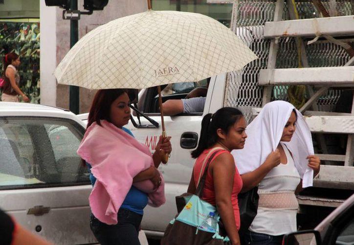 Este viernes continuaron las lluvias y lloviznas en Mérida. (José Acosta/SIPSE)