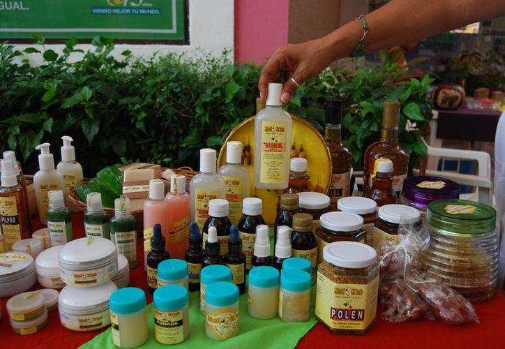 Los artículos que se venden en el tianguis en la Universidad del Caribe, son de producción local.  (Redacción/SIPSE )