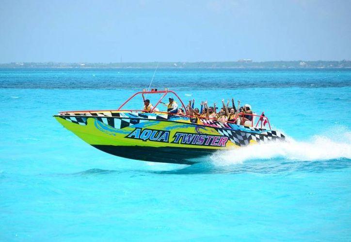 Por ser su aniversario, AquaWorld tendrá descuentos para cancunenses en sus actividades. (Contexto/Internet)