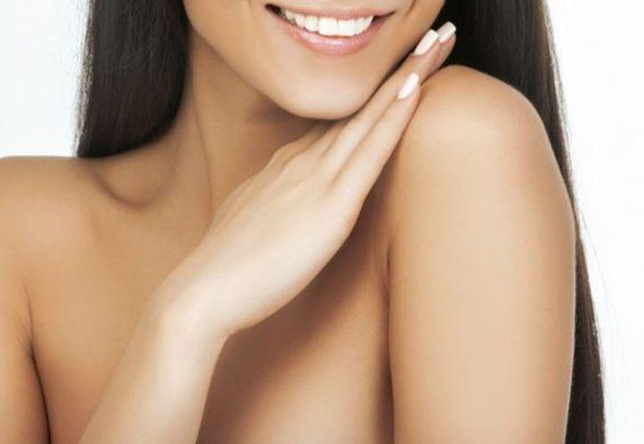 La piel es el órgano más grande del cuerpo humano se encarga de protegerlo del exterior. (Onmeda.es)