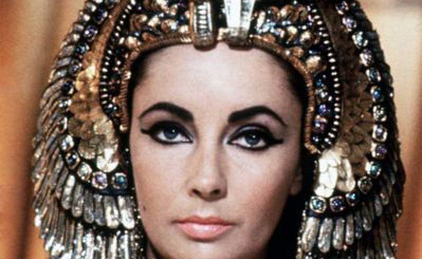 La corona que la actriz usó en la cinta 'Cleopatra' también saldrá a la venta. (doctormacro.com)