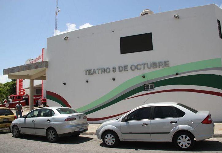 La temporada de artes escénicas verano-otoño 2015 será en el Teatro 8 de Octubre. (Consuelo Javier/SIPSE)