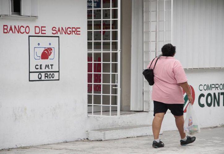 Las personas cotizan el concentrado en el Banco de Sangre de la Jurisdicción Sanitaria Número 2. (Tomás Álvarez/SIPSE)