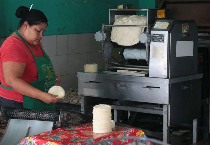 En un periodo de 24 meses el precio de la harina se incrementó en cuatro ocasiones. (Gustavo Villegas/ SIPSE)
