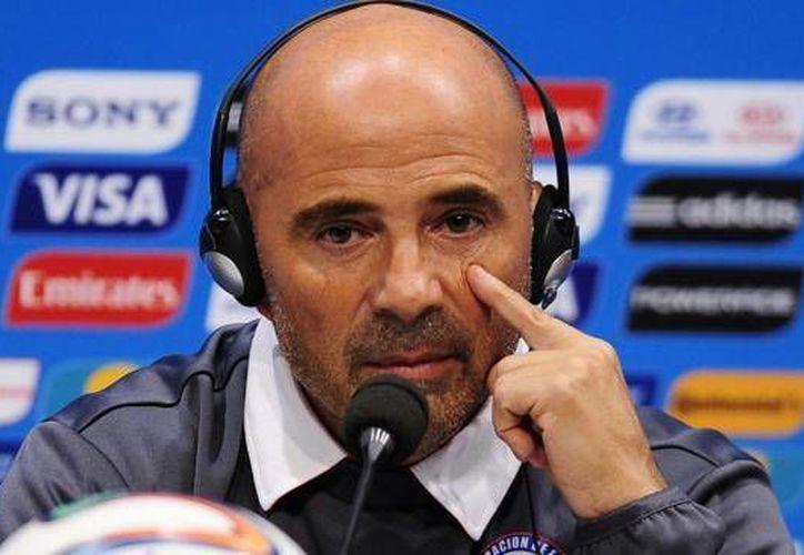 El técnico argentino Jorge Sampaoli calificó a Chile hasta los octavos de final de la Copa del Mundo de Brasil. (AP)