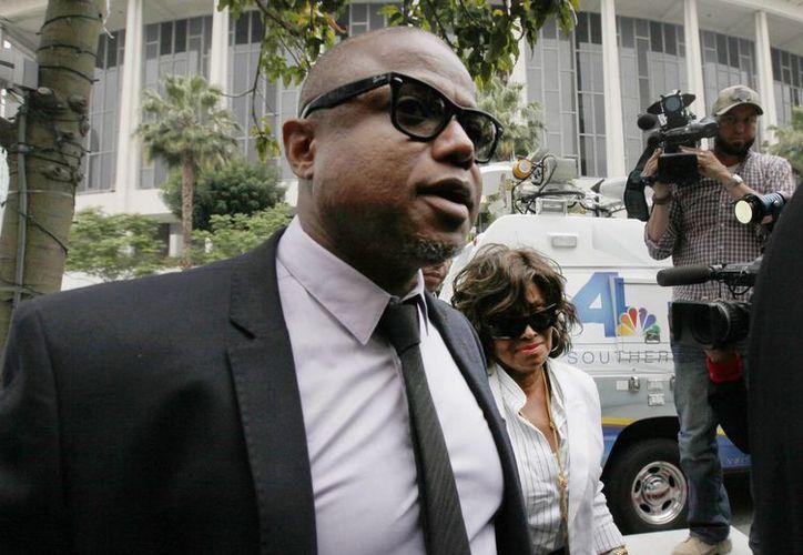 Randy y Rebbie Jackson, hermanos del 'Rey del Pop', al arribar a la corte en Los Ángeles. (Agencias)