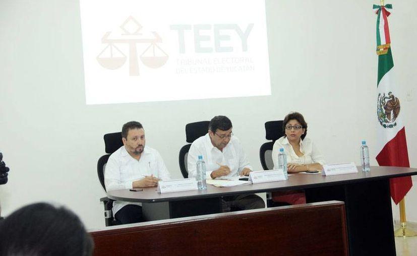 Aspecto de la sesión del Tribunal Electoral de Yucatán, en la que los magistrados desecharon impugnaciones del Partido Movimiento Ciudadano contra el Revolucionario Institucional (PRI). (Milenio Novedades)