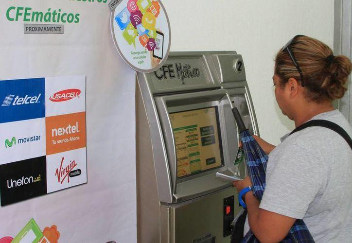 Los pagos a la CFE sólo pueden realizarse en las ventanillas y en los cfemáticos. (Ángel Castilla/SIPSE)