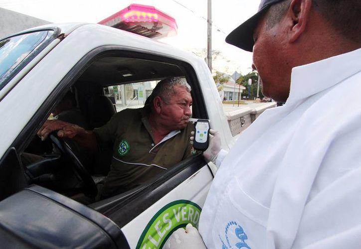 El operativo de alcoholímetro busca reducir accidentes provocados por la ingesta excesiva de alcohol en Cozumel. (Redacción/SIPSE)