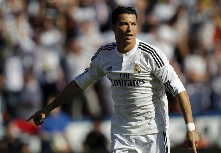 El portugués Cristiano Ronaldo es parte de las figuras que participarán en la campña '11 contra el ébola' de la FIFA. (EFE/Archivo)
