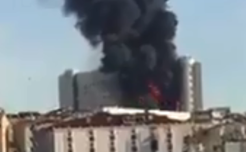 Fuerte incendio se registra en hospital universitario de Turquía